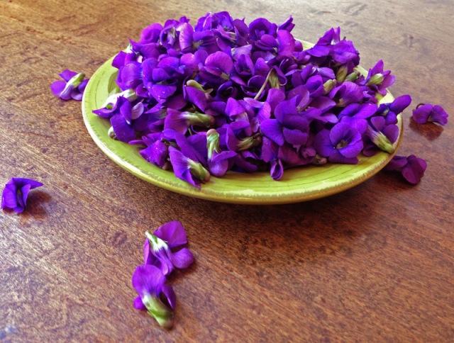 plate of violets