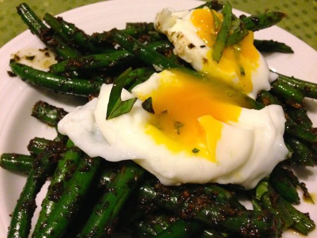 Poached Egg over Pesto Green Beans